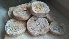 ZA MĚSTEM U LESA: Masarykovo cukroví - výtečné!!! Ham, Muffin, Food And Drink, Cookies, Breakfast, Crack Crackers, Morning Coffee, Hams, Cookie Recipes