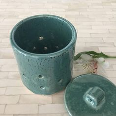 READY TO SHIP - This wheel thrown garlic keeper with lid has been made by me on the potters wheel using a light colored specked clay and glazed in a deep turquoise. Microwave/Dishwasher Safe Dimensions Height:4.5 Width at bottom: 3.75 Holds: 2-3 Bulbs of Garlic **Unused