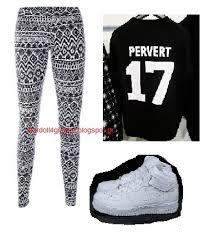Αποτέλεσμα εικόνας για συνολακια για το σχολειο Junior Outfits, Sweatpants, Clothes, Fashion, Outfits, Moda, Teenage Outfits, Clothing, Fashion Styles