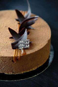 GUERANDE Mousse chocolat, pommes poêlées, ganache caramel au beurre salé; biscuit amande
