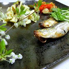 イワシって美味しい魚、今日は料理酢漬けの イワシ。甘く美味しかった。 数少ない食べられる魚、こんなに美味しかったとは。  ベビー帆立はやっぱり美味しい。  蝶々のサラダ、昨日の残った分でサラダに羽化。 - 167件のもぐもぐ - イワシの酢漬け メッチャ美味しい  ベビー帆立と野菜炒め  蝶々のサラダ(ファルファーレ) by hiroshikimDeU
