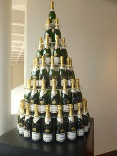 A Maid of Honour Always xo Champagne Tower, Champagne Cupcakes, Christmas And New Year, Maid Of Honor, Wine Rack, Barbecue, Party Planning, Liquor Cabinet, Holiday Decor