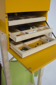 Todo tiene su espacio en tu armario joyero Homekadö. armariojoyero.launchrock.com