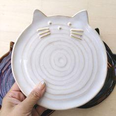 Clay Plates, Ceramic Plates, Diy Clay, Clay Crafts, Ceramic Clay, Ceramic Pottery, Beginner Pottery, Slab Ceramics, Pottery Workshop