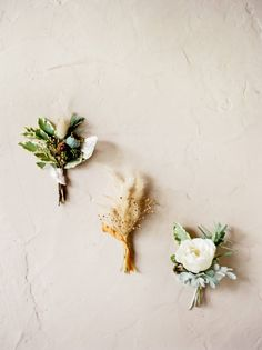 Every wanted to make those beautiful styling boards you see to display your wedding details? Well this simple to follow tutorial for a textured styling board by Brittany Mahood and Heather Page will have you whipping one up in no time.