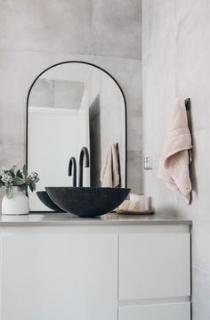Concrete box...but make it luxury. 🙌 🥰  Royce Interiors have masterfully designed this bespoke, tiny bathroom. They propose the illusion of a more spacious area by including a wet-room and modest vanity.   Compact bathrooms with a focus for function naturally appear stylish. The way you fashion your vanity or shower shouldn't be intrusive but rather inviting. 🌟 Metal Sink, Stone Basin, Compact Bathroom, Kitchen Sponge, Basin Sink, Sinks, Wet Rooms, Bathroom Interior Design, Bathroom Renovations