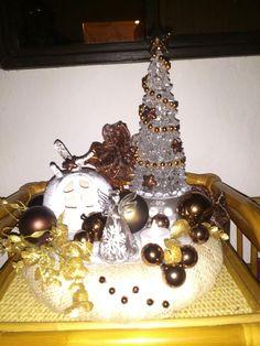 Vánoční dekorace Snow Globes, Christmas Bulbs, Holiday Decor, Home Decor, Decoration Home, Christmas Light Bulbs, Room Decor, Interior Decorating