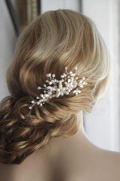 Silver pearl hair comb.  Vintage inspired hair piece. Bridal hair accessories.