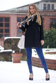 Snowy Sunday  , Zara en Abrigos, River Island en Pañuelos / Bufandas / Echarpes, Louis Vuitton en Bolsos, Bershka en Jeans, Zara en Tacones / Plataformas