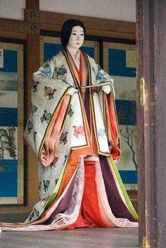 layers of a Juni-hitoe Heian Era, Heian Period, Traditional Japanese Kimono, Japanese Geisha, Oriental Fashion, Oriental Dress, Japanese Costume, Kokeshi Dolls, Japanese Outfits