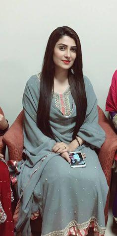 Must Hai Dekhna: Beautiful click of Ayeza Khan looking stunning Ayeza Khan, Pakistan Fashion, Pakistani Actress, Pakistani Models, Pakistani Dresses, Indian Dresses, Festival Outfits, Looking Stunning, Stylish Girl