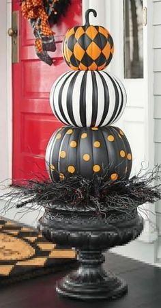 40 Gorgeous Halloween Living Room Decor Ideas - alltemplatehd.com #halloween #halloweenparty #halloweenmakeup