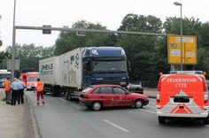 Duisburg:  Brücke der Solidarität für eine Stunde wegen Verkehrsunfall gesperrt