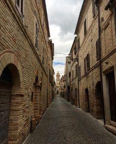 Silenzioso colorato ed incantevole...è il paese di Altidona #beautifuldestinations #volgomarche #ig_italy #myflagrants #italiainunoscatto #borghitalia #volgoitalia #loves_united_marche #bestitaliapics #top_italia_photo #ig_italia #borgoromantico2016 #loves_marche  #italian_places #kings_villages #bestborghipics  #viaggionellemarche  #world_beststreet  #loves_madeinitaly  #thehub_italia #yallersmarche  #tv_living  #tv_pointofview #postcardsfromtheworld #prettylittleitaly #rsa_vsco…
