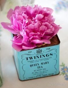 Love the flower in the tea tin