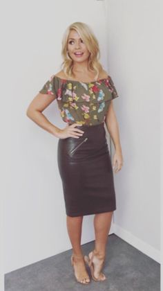 Seeing the beauty in transwomen and elegant leather and latex Ask me anything Archive / RSS This Morning Fashion, Styled By Susie, American Dress, Pencil Skirt Outfits, Pencil Skirts, Mini Skirts, Leder Outfits, Holly Willoughby, Celebrity Style Inspiration