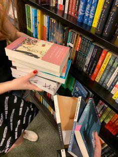 Applis Photo, Photo Dump, Book Aesthetic, Aesthetic Pictures, City Aesthetic, Aesthetic Fashion, I Love Books, Books To Read, Book Club Books