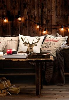 🌟Tante S!fr@ loves Chalet Chic Living Room Ideas For Ultimate Luxury And Comfortable Appeal Chalet Chic, Cabin Chic, Chalet Style, Cozy Cabin, Ski Chalet Decor, Interior Design Trends, Deer Pillow, Scandinavian Christmas Decorations, Christmas Garlands