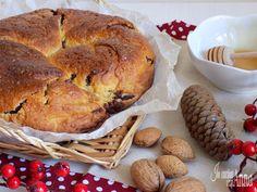 La gubana Friulana è un dolce tipico che si prepara in Friuli nelle grandi occasioni,matrimoni,sagre di paese,a Natale e Pasqua...