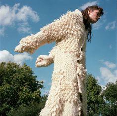 L'Officiel Turkey October 2017 Grace Andersson by Ahmet Unver Roving Yarn, Fashion Poses, Fashion Editorials, Knitwear Fashion, Crochet Cardigan, Love Hair, Italian Fashion, Knitting Designs, Mantel