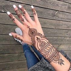Pretty Henna Designs, Henna Tattoo Designs Simple, Basic Mehndi Designs, Bridal Henna Designs, Henna Designs Easy, Latest Mehndi Designs, Mehndi Designs For Hands, Cute Henna Tattoos, Henna Tattoo Hand