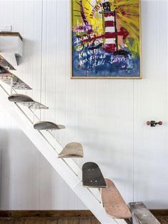The deco idea of Saturday: a staircase with skateboards! - Trendy Home Decorations Skateboard Decor, Skateboard Furniture, Room Ideas Bedroom, Bedroom Decor, Aesthetic Room Decor, Deco Furniture, Plywood Furniture, Home And Deco, Dream Rooms