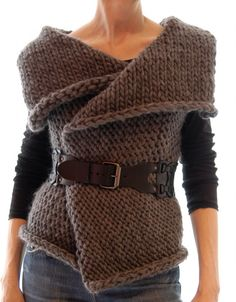 KNITTING PATTERN pdf Instructions to Make: Magnum Reversible Vest/Wrap Knit Pattern This is by far my most popular design to date. A simple knitting pattern for a versatile vest/wrap made of chunky weight yarn. Basic Fashion, Diy Fashion, Ideias Fashion, Easy Knitting Patterns, Loom Knitting, Vogue Knitting, Simple Knitting, Knit Vest Pattern, Wrap Pattern