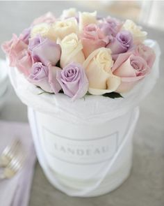 24 Ideas For Flowers Gift Box Products Flower Box Gift, Flower Boxes, Calla Lily Flowers, Beautiful Flowers, Ecuadorian Roses, Flower Arrangements Simple, Luxury Flowers, Rose Bouquet, Trees To Plant