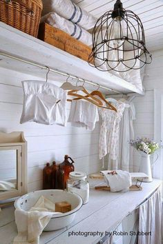 Shabby chic or vintage laundry rooms bring a touch of soft country charm to your home. With the pretty vintage laundry room decor ideas on this list, White Laundry Rooms, Rustic Laundry Rooms, Laundry Decor, Laundry Room Signs, Farmhouse Laundry Room, Laundry Room Organization, Laundry Area, Vintage Laundry Rooms, Table En Pin
