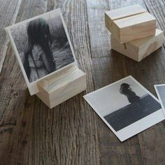 DIY wood block photo display, via Artifact Uprising. Can paint/ decorate the wood blocks to add a little color and pop! Picture Holders, Photo Holders, Place Card Holders Diy, Diy Photo, Wood Photo, Picture On Wood, Wood Crafts, Diy And Crafts, Diy Wood