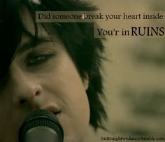 21 Guns~Green Day one of my fave songs. Music Love, Music Is Life, Good Music, Aerosmith, Green Day Quotes, Green Day Lyrics, 21st Century Breakdown, Green Day Billie Joe, American Idiot