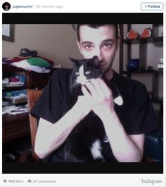 Jay Baruchel and Tulip. Tuxedo cats are chatty and playful. Celebrities With Cats, Celebs, Taylor Swift Cat, Jay Baruchel, Men With Cats, Celebrity Dogs, National Cat Day, Cat People, Guys And Girls