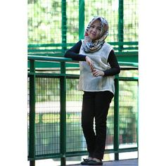 Photoshoot hijab .. Bidadari tak bersayap  #photoshoot #photography #hijabinstan #hijab #hijabcasual #simple #simplepose http://tipsrazzi.com/ipost/1507973138121841699/?code=BTtZZRclVwj