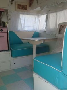Restored vintage dining area - aqua and blue seating ~ I like the white piping Vintage Campers Trailers, Vintage Caravans, Camper Trailers, Motorhome Interior, Trailer Interior, Trailer Decor, Shasta Trailer, Shasta Camper, Vintage Rv