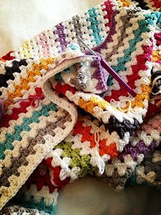 Granny Stripe Crochet Afghan Throw Blanket ~ Sugar Bee Crafts. Love these colors!! Tutorial╭⊰✿Teresa Restegui http://www.pinterest.com/teretegui/✿⊱╮