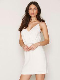 Nelly.com: Ginni S dress - Samsøe Samsøe - kvinde - Cream. Nyheder hver dag. Over 800 varemærker. Uendelig variation.