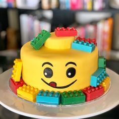 Home made marshmallow fondant + edible candy melt bricks :)You can find Lego cake and more on our website. Home made marshmallow fondan. 4th Birthday Cakes, Lego Birthday Party, Girl Birthday, Birthday Ideas, Marshmallow Fondant, Bolo Glamour, Bolo Lego, Rodjendanske Torte, Lego Themed Party