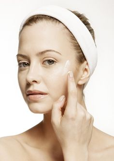 How to (Correctly) Apply Topical Acne Medication