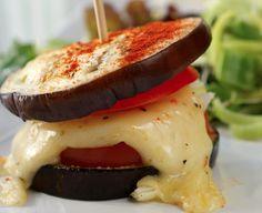 Auberginburger er utrolig lettvindt å lage! Slike mini-burgere passer godt både som forrett og som tilbehør. - Berit Nordstrand