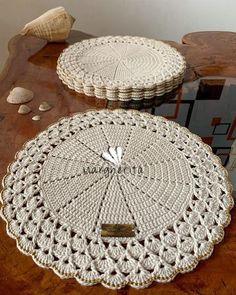 Booties Crochet, Crochet Shawl, Crochet Placemats, Crotchet Patterns, Crochet Home, Macrame, Knitting, Creative, Diy
