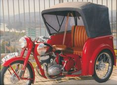 Giava Source by mehmetyurtkuran Motor Scooters, Motor Car, Vintage Motorcycles, Cars And Motorcycles, Moto Jawa, Jawa 350, Side Car, Motorised Bike, Reverse Trike