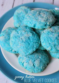 Delicious Gooey Butter Blue Velvet cookies on { lilluna.com } #cookies