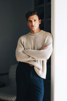 Jeremiah Brent Shows Us the Key to Curating a Stylish Bookshelf Poses For Men, Male Poses, Boy Poses, Outfits Casual, Mode Outfits, Mens Leisure Wear, Jeremiah Brent, Gents Fashion, Male Fashion