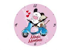 HELLO SPANK OROLOGIO VETRO 30CM MAGIC MOMENTS. Orologio muro Hello Spank love in vetro con sfondo di colore rosa e raffigurante Spank e Micia su una vespa e scritta