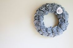 I would like to make this in different colors and lay them flat around the centerpiece...