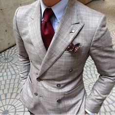 Men's Fashion tips. Dress with dapper and wear the proper attire with our men's style guide. Find male grooming advice, the best menswear and helpful tips. Gentleman Mode, Gentleman Style, Gq Style, Mode Style, Sharp Dressed Man, Well Dressed Men, Fashion Mode, Suit Fashion, Fashion News