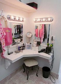 You'll love this light and bright, built in vanity and dressing area in master closet, girls bedroom, or bathroom. Room, Beauty Salon Decor, Bedroom Themes, Built In Vanity, Vanity, Beauty Room, Glam Room, Home Decor, Room Inspiration