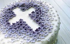 For some families a child's first communion is a time for a celebratory party. Planning the menu likely includes a cake for dessert. This is a guide about first communion cake ideas. Cakes To Make, How To Make Cake, Holy Communion Cakes, First Holy Communion, Bolo Paris, Confirmation Cakes, Paris Cakes, Book Cakes, Character Cakes