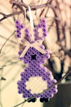 Påskpyssel med pärlplattor - DIY Sweden Pearl Crafts, Perler Beads, Crochet Necklace, Crafts For Kids, Pearls, Diy, Inspiration, Spring, Jewelry