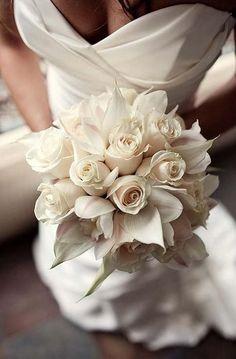 Egy csodaszép menyasszonyi csokor minden esküvő elengedhetetlen kelléke, épp oly fontos, mint a frizura, vagy a menyasszonyi ruha. Színt és frissességet visz az esküvőbe, minden fotón szerepel, így érdemes a legszebbet választani. Tradicionálisan a menyasszonyi csokrot a vőlegény választja ki, és adja menyasszonyának. Ma már...